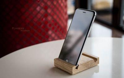 Stand for the iPhone. Wooden Stand <Docky>