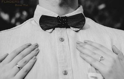 Fashionable Bow-Tie <ASTON> Stylish Accessory