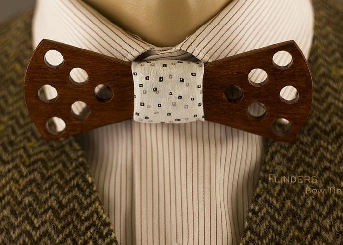 Wooden Bow Tie <ILLUMINANT> Red Brown Oak